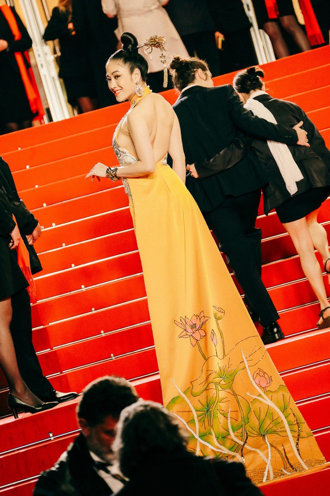 Hoa hậu Tuyết Nga khoe vai trần gợi cảm trên thảm đỏ Cannes - Ảnh 4.