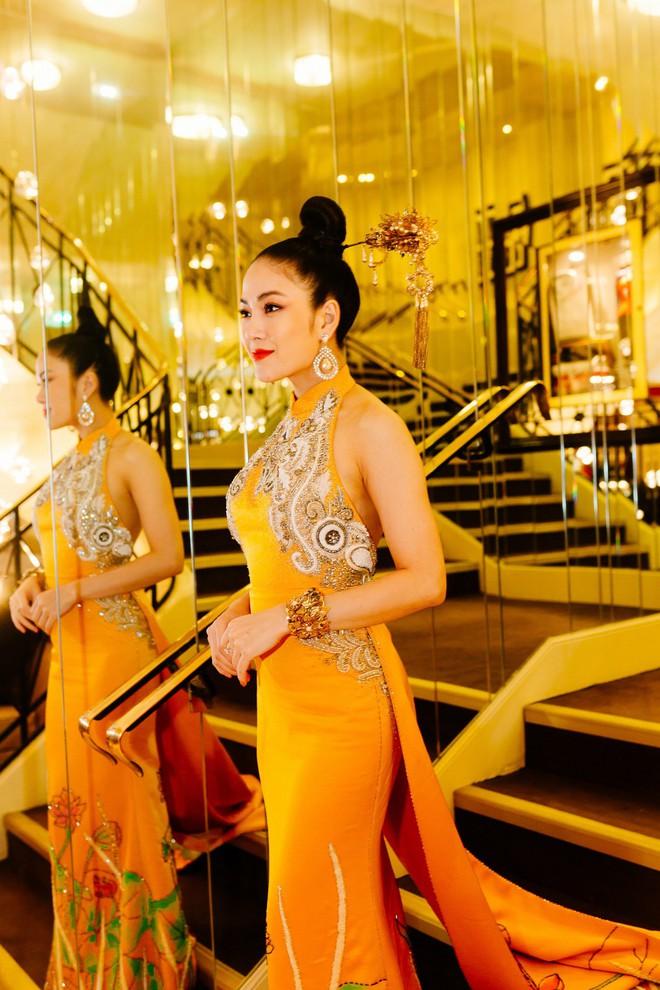 Hoa hậu Tuyết Nga khoe vai trần gợi cảm trên thảm đỏ Cannes - Ảnh 11.
