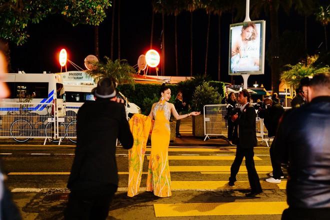 Hoa hậu Tuyết Nga khoe vai trần gợi cảm trên thảm đỏ Cannes - Ảnh 8.