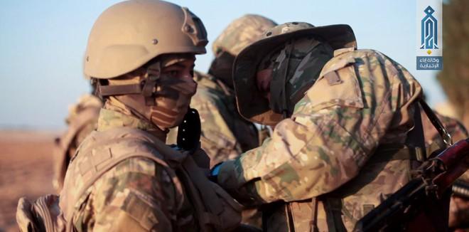 Phiến quân Syria nguy cấp ở Hama: Siêu chiến binh và vũ khí nhiệt áp cũng không cứu nổi - Ảnh 1.