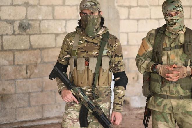 Phiến quân Syria nguy cấp ở Hama: Siêu chiến binh và vũ khí nhiệt áp cũng không cứu nổi - Ảnh 3.