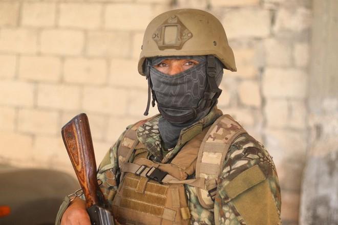 Phiến quân Syria nguy cấp ở Hama: Siêu chiến binh và vũ khí nhiệt áp cũng không cứu nổi - Ảnh 4.