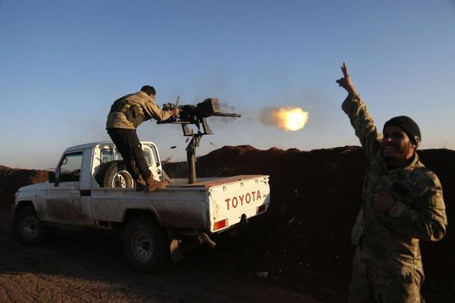 Phiến quân phản kích, hàng đàn xe bom tự sát xông lên - QĐ Syria thua nặng ở Kabani - Ảnh 9.