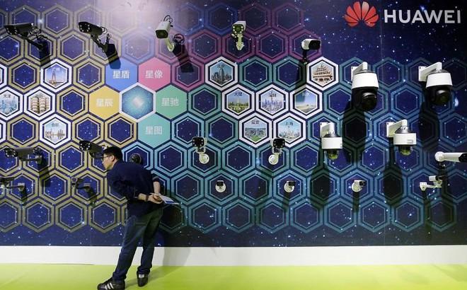 """Tuần trước """"sát phạt"""" Huawei, tuần này chính phủ Mỹ nới lỏng lệnh cấm"""