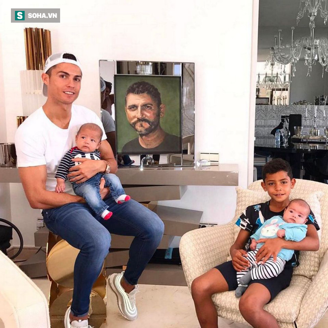"""Tiền của Neymar và Mbappe chưa mua nổi """"nhà xí"""" của Ronaldo - Ảnh 3."""