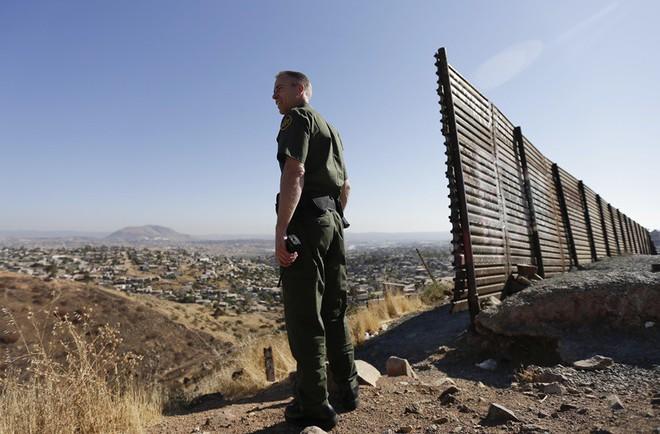 Chuyện ít biết về khủng hoảng di cư Mỹ: Bài 1 - Sự điên rồ nơi biên giới Mỹ - Mexico - Ảnh 3.