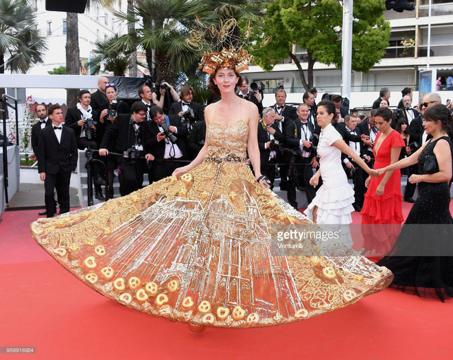 """Vén màn mặt tối đằng sau Cannes danh giá: """"Ngày hội tiền lương"""" của gái mại dâm và cơ hội vàng cho những kẻ vô danh đổi đời - Ảnh 5."""