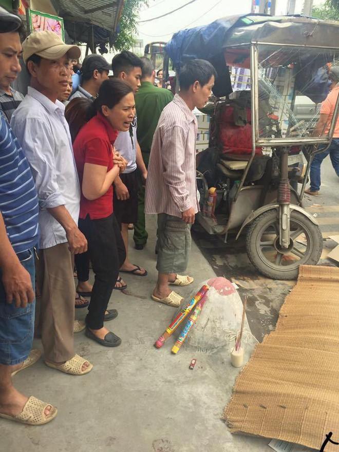 Người đi xe máy bị xe 3 bánh đè trúng tử vong ở Hà Nội - Ảnh 1.