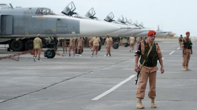 Căn cứ lớn nhất của Quân đội Nga ở Syria đang bị tấn công - BQP Nga ra thông báo khẩn - Ảnh 2.