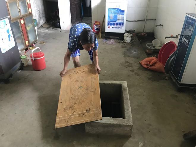 Vụ cụ bà đổ thuốc diệt cỏ hãm hại 5 người hàng xóm: Công an xét nghiệm mẫu nước bị đầu độc - Ảnh 2.
