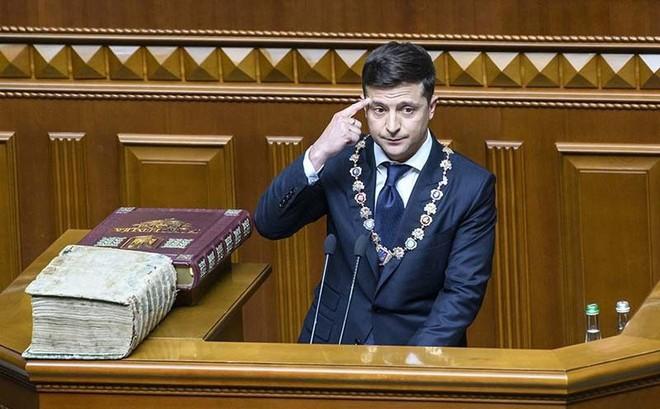 """Khéo dùng những lời """"bất hủ"""" của người Mỹ, tân TT Ukraine """"đá xéo"""" ông Putin mà không cần nhắc tới Nga?"""