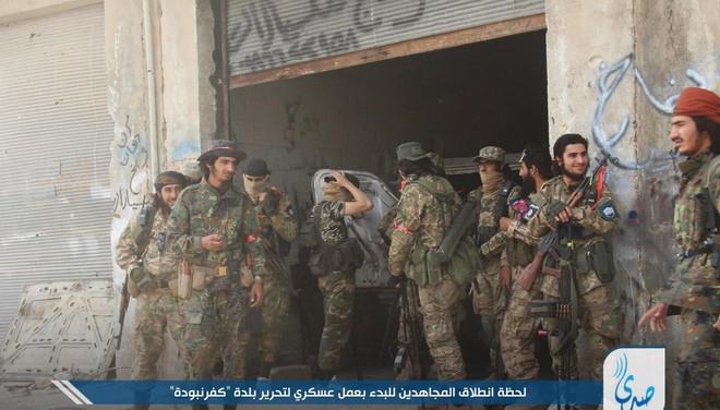 Khủng bố tổ chức phản công lớn tại Tây Bắc Syria: Tín hiệu không kích của Mỹ hiệu quả? - Ảnh 3.