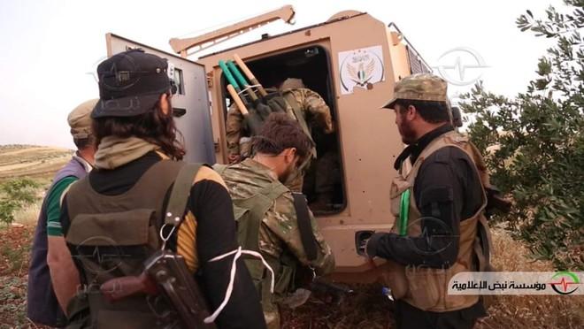 Khủng bố tổ chức phản công lớn tại Tây Bắc Syria: Tín hiệu không kích của Mỹ hiệu quả? - Ảnh 16.