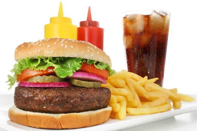 Danh sách thực phẩm tồi tệ làm phí công tập Gym của bạn - Ảnh 2.