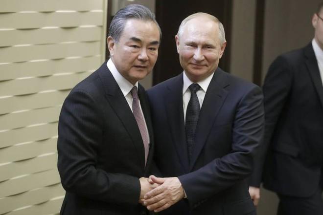 TQ oằn mình dưới đòn thương mại liên hoàn, Nga tức tốc vung 3 tấm khiên yểm hộ Bắc Kinh - Ảnh 2.