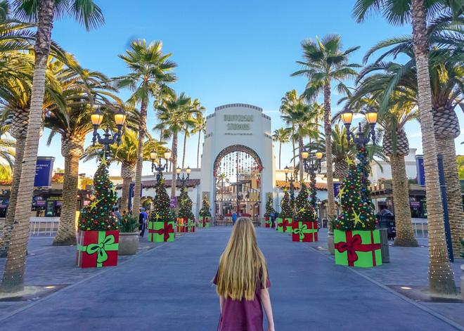 Sang Mỹ chơi, vợ chồng Lee Byung Hun và mỹ nhân Vườn sao băng tiện tay tậu luôn nhà 46 tỉ gần Universal Studios - Ảnh 2.