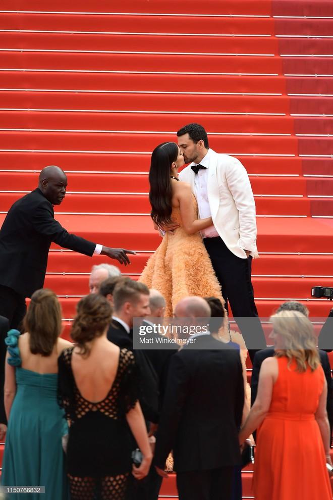 Thảm đỏ Cannes nóng lên từng phút: Brad Pitt - Leonardo lịch lãm ná thở, Chương Tử Di khoe vòng một giành spotlight - Ảnh 22.
