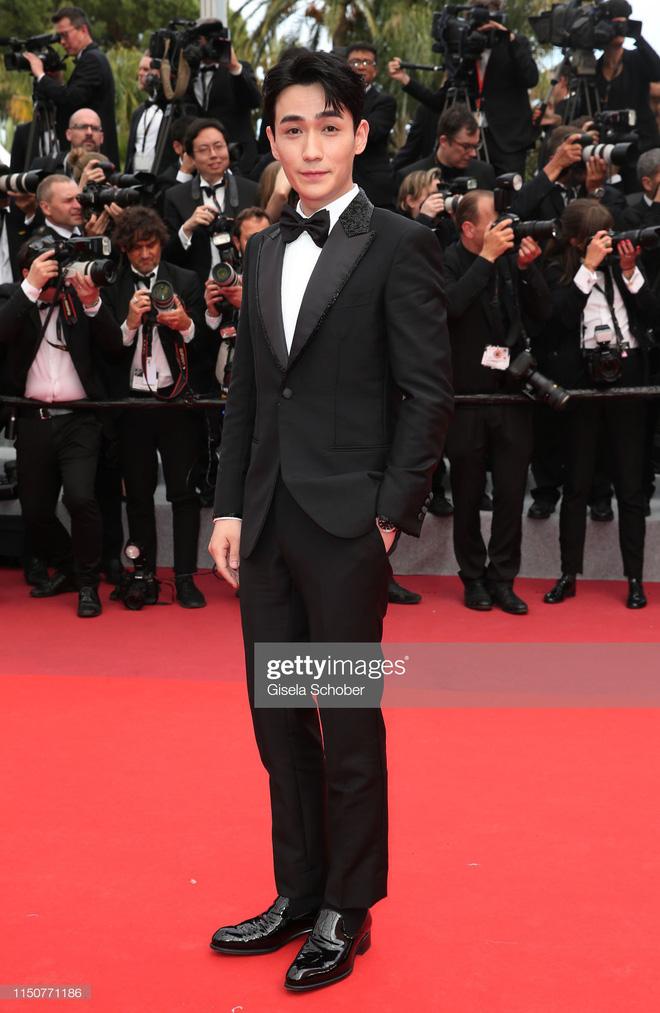 Thảm đỏ Cannes nóng lên từng phút: Brad Pitt - Leonardo lịch lãm ná thở, Chương Tử Di khoe vòng một giành spotlight - Ảnh 24.