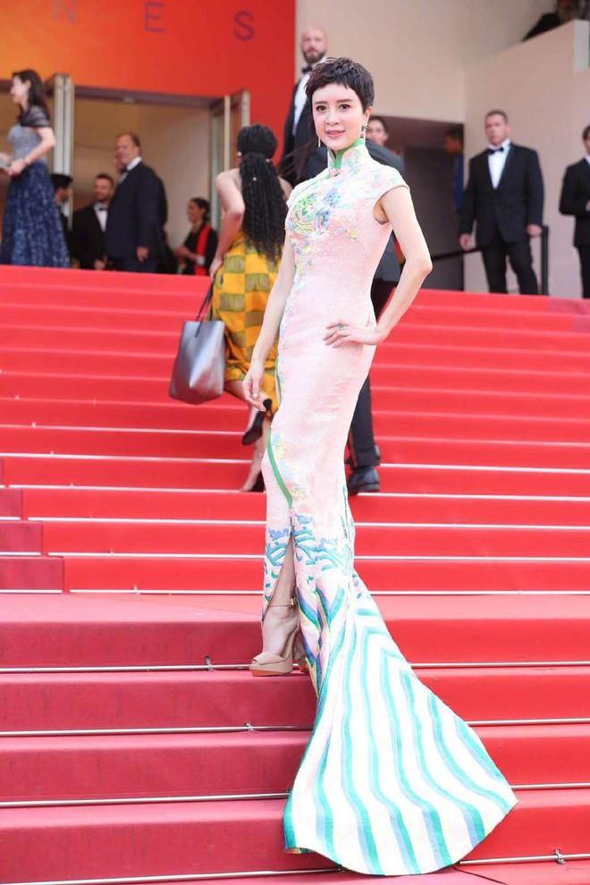 Thảm đỏ Cannes nóng lên từng phút: Brad Pitt - Leonardo lịch lãm ná thở, Chương Tử Di khoe vòng một giành spotlight - Ảnh 25.