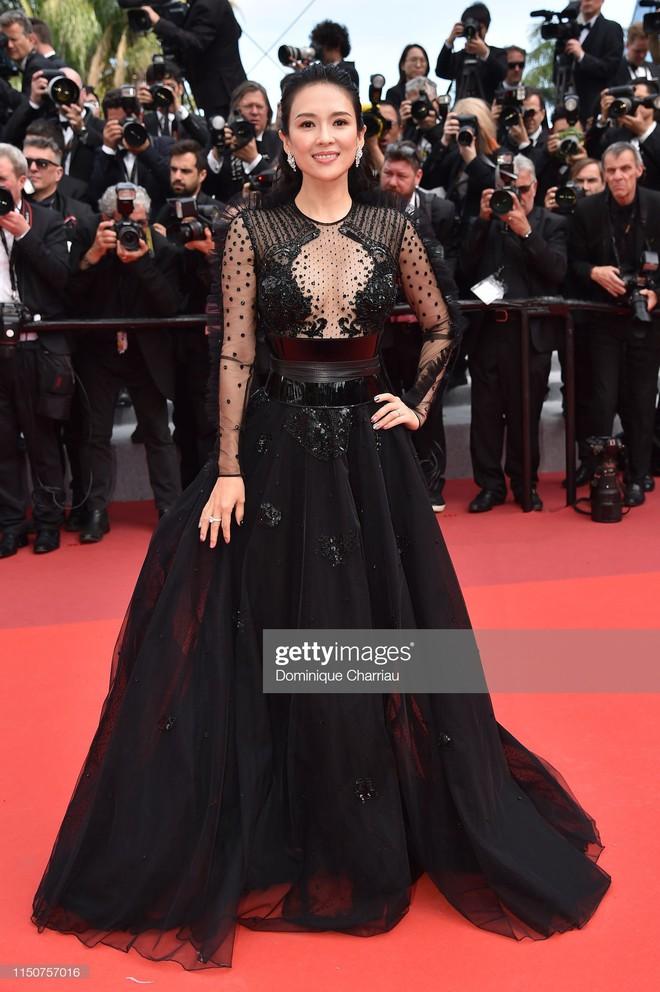 Thảm đỏ Cannes nóng lên từng phút: Brad Pitt - Leonardo lịch lãm ná thở, Chương Tử Di khoe vòng một giành spotlight - Ảnh 4.