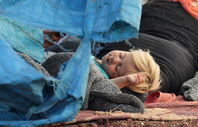 24h qua ảnh: Chiến binh quân nổi dậy Syria nã pháo vào quân chính phủ - Ảnh 11.
