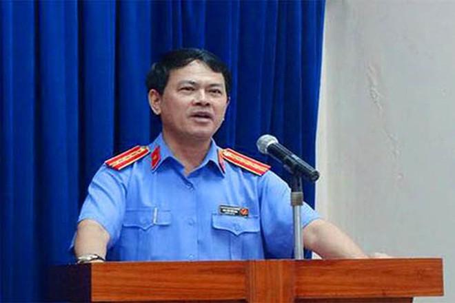 Ông Nguyễn Hữu Linh dâm ô bé gái trong thang máy đã mời luật sư bào chữa - Ảnh 1.