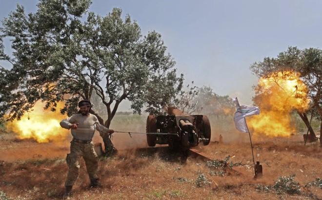 24h qua ảnh: Chiến binh quân nổi dậy Syria nã pháo vào quân chính phủ