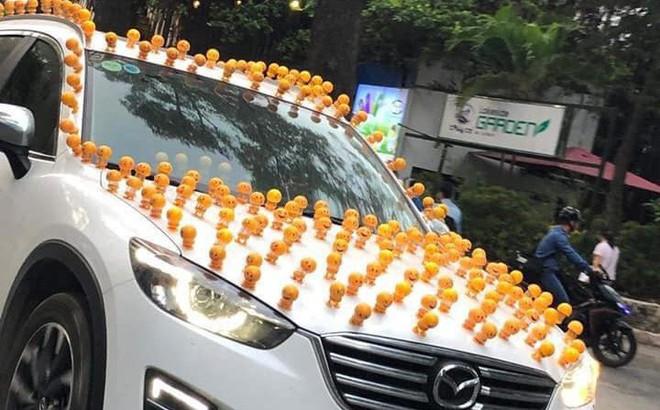 Xuất hiện trên phố, chiếc xe khiến tất cả phải ngoái nhìn với màn trang trí hiếm gặp