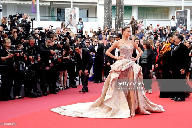 Cannes ngày 7: Mỹ nhân Ý khoe vòng 1 nhức mắt, dàn người mẫu Hollywood tung chiêu hết cỡ tại thảm đỏ - Ảnh 11.