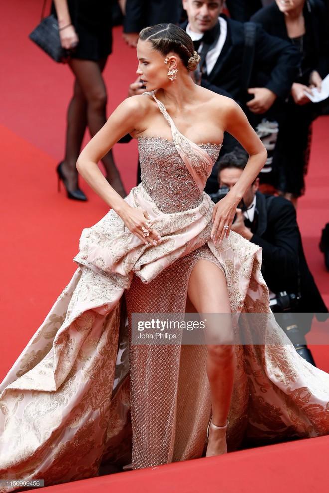 Cannes ngày 7: Mỹ nhân Ý khoe vòng 1 nhức mắt, dàn người mẫu Hollywood tung chiêu hết cỡ tại thảm đỏ - Ảnh 12.