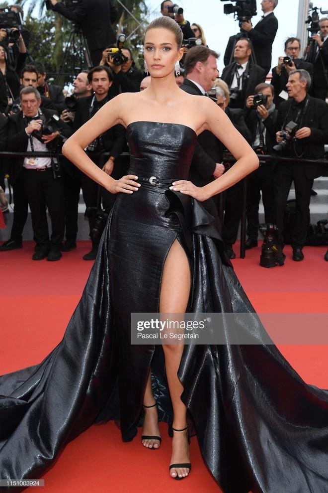 Cannes ngày 7: Mỹ nhân Ý khoe vòng 1 nhức mắt, dàn người mẫu Hollywood tung chiêu hết cỡ tại thảm đỏ - Ảnh 16.
