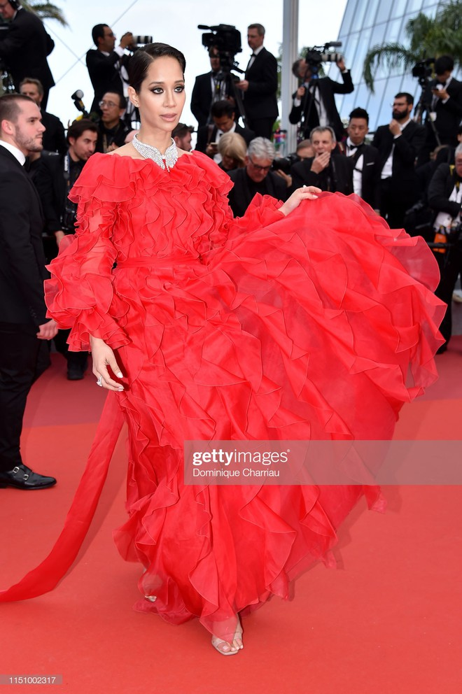Cannes ngày 7: Mỹ nhân Ý khoe vòng 1 nhức mắt, dàn người mẫu Hollywood tung chiêu hết cỡ tại thảm đỏ - Ảnh 18.