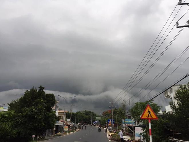 Sự thật đằng sau đám mây khổng lồ với hình thù kỳ lạ ở Huế đang khiến cộng đồng mạng sửng sốt - Ảnh 6.