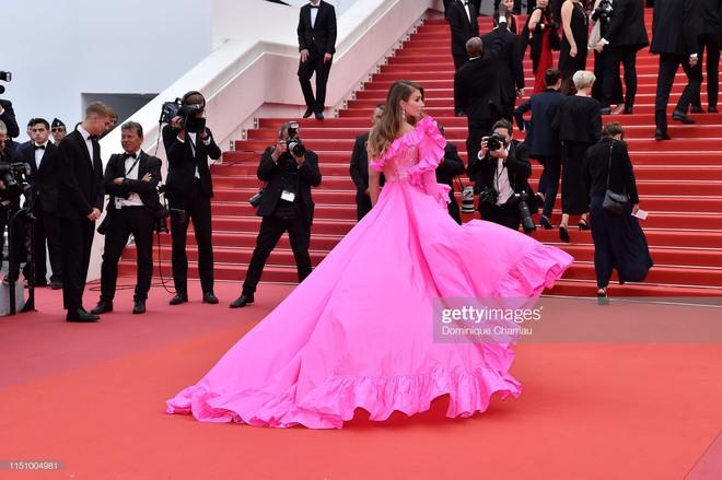Cannes ngày 7: Mỹ nhân Ý khoe vòng 1 nhức mắt, dàn người mẫu Hollywood tung chiêu hết cỡ tại thảm đỏ - Ảnh 7.