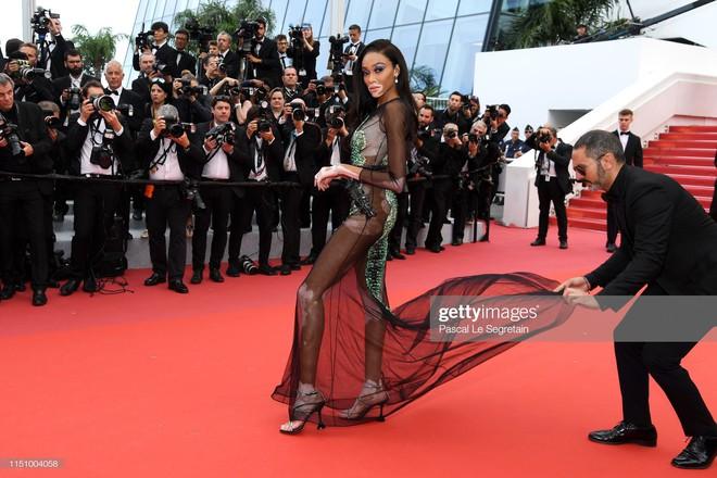Cannes ngày 7: Mỹ nhân Ý khoe vòng 1 nhức mắt, dàn người mẫu Hollywood tung chiêu hết cỡ tại thảm đỏ - Ảnh 8.