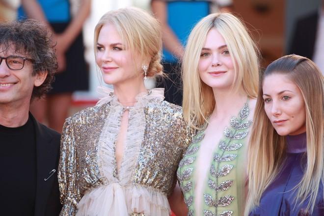 Giám khảo trẻ nhất lịch sử Cannes Elle Fanning: Đẹp vô thực, từ bóng của chị gái thành cô tiên nước Mỹ quyền lực - Ảnh 10.