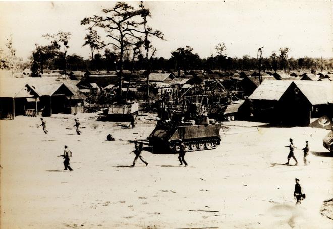 Lính tình nguyện Việt Nam thương vong lớn: 4 chiếc xe tăng T-54 đột ngột xuất hiện, lật ngược thế cờ - Ảnh 2.