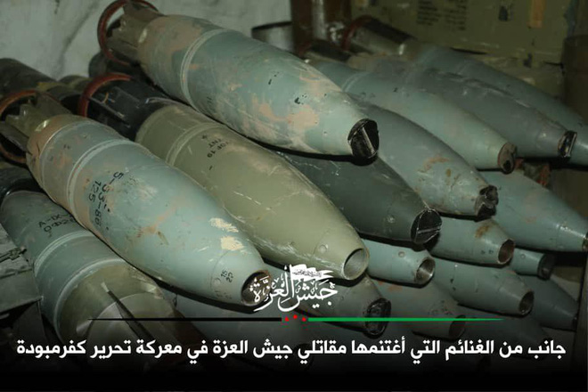 Mỹ bất ngờ tham chiến bằng tuyệt chiêu mới - QĐ Syria tháo chạy, bị phiến quân thu giữ nhiều vũ khí - Ảnh 3.
