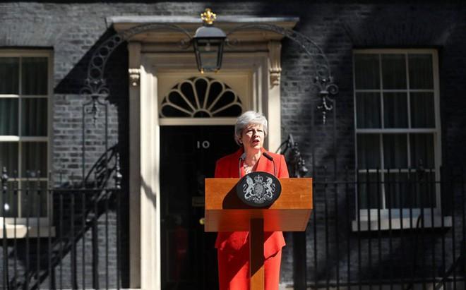 Thủ tướng Anh Theresa May tuyên bố từ chức trong nước mắt