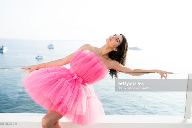 Hút hết mọi ánh nhìn và truyền thông, mỹ nhân này mới chính xác là tâm điểm chú ý tại LHP Cannes 2019 - Ảnh 11.