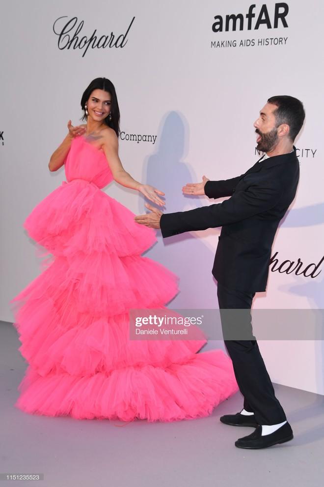 Hút hết mọi ánh nhìn và truyền thông, mỹ nhân này mới chính xác là tâm điểm chú ý tại LHP Cannes 2019 - Ảnh 4.