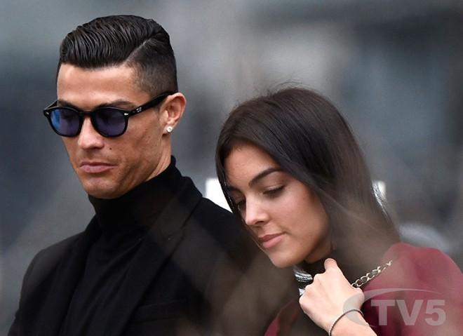 Cô gái vàng trong làng lọ lem đời thực: Mẫu 9x chiếm trọn trái tim, khối tài sản nửa tỷ đô của tay sát gái Ronaldo - Ảnh 10.
