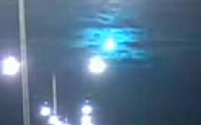 Bầu trời Úc rực sáng trong đêm bởi thiên thạch lạ màu xanh