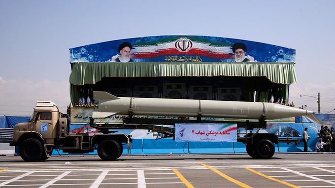Kho tên lửa đạn đạo khủng nhất Trung Đông của Iran sẽ nhấn chìm QĐ Mỹ trong biển lửa? - Ảnh 2.