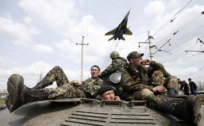 """Quân đội Ukraine phải bỏ """"phần Liên Xô"""", theo """"chuẩn phương Tây"""": Ông Zelensky đang trở thành Poroshenko 2.0?"""