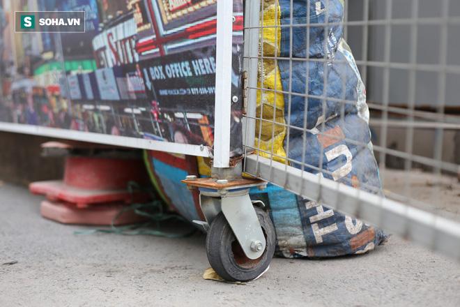 """""""Nhà chờ"""" dành riêng cho xe rác xuất hiện trên nhiều tuyến phố Hà Nội - Ảnh 5."""