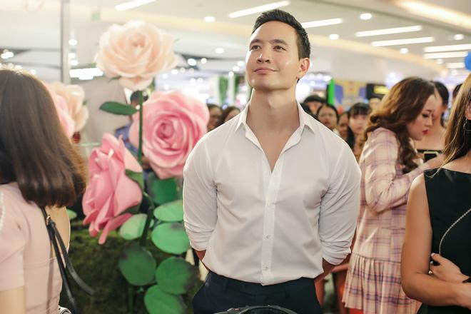Kim Lý vui vẻ nhìn Hồ Ngọc Hà chụp ảnh tình tứ với bạn thân - Ảnh 5.