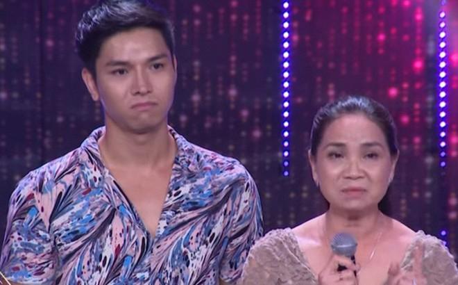 Chàng tiếp viên đẹp trai được bố mẹ ủng hộ giới tính trên sóng truyền hình: Tôi tự hào vì đẻ được con như vậy
