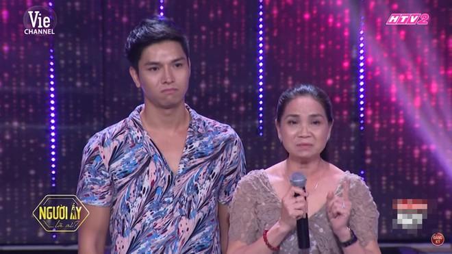 Chàng tiếp viên đẹp trai được bố mẹ ủng hộ giới tính trên sóng truyền hình: Tôi tự hào vì đẻ được con như vậy - Ảnh 5.