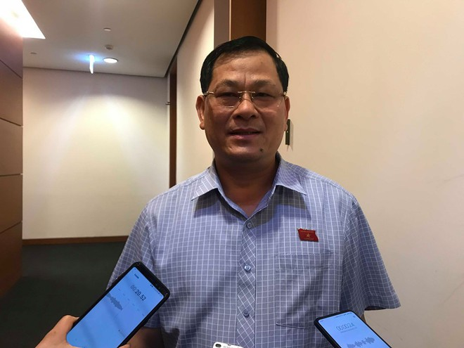 Giám đốc CA tỉnh Nghệ An: Tụt quần, phanh áo trẻ em ra để nhìn có phải hành vi dâm ô không? - Ảnh 1.